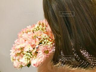 ピンクの花の女性の写真・画像素材[961059]