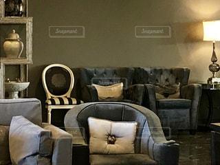 インテリア,リビング,室内,家,ランプ,ソファ,グレー,間接照明
