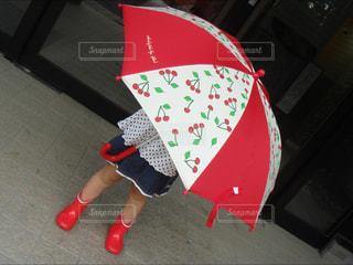 傘,赤,女の子,スカート,長靴,梅雨,お出かけ