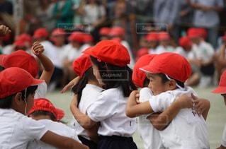スポーツ,赤,学校,勝利,運動,運動会,仲間,喜び,生徒,分かち合い,小学