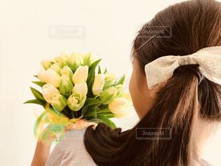 帽子をかぶっている女性の写真・画像素材[1383050]
