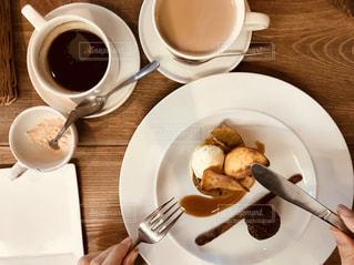 秋,コーヒー,手,デザート,フォーク,ナイフ,アイス,さつまいも,フォトジェニック,食欲の秋,カフェ・オ・レ,プティフール,インスタ映え