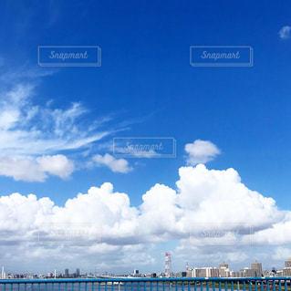 水域に架かる橋の写真・画像素材[2452462]