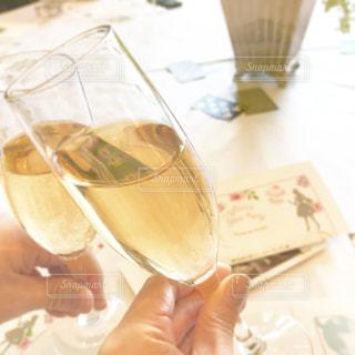 ワイングラスを持っている人の写真・画像素材[2904719]