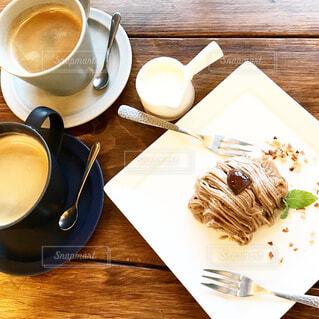 食べ物,カフェ,コーヒー,テーブル,皿,リラックス,食器,カップ,おうちカフェ,ドリンク,おうち,ライフスタイル,コーヒー カップ,おうち時間,受け皿