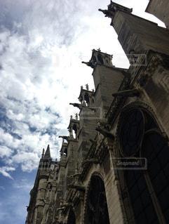 ゴシック建築の傑作ノートルダム大聖堂の写真・画像素材[794077]