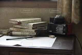 インテリア,本,時計,古書,消しゴム,日本,鉛筆,一眼レフ,デジタル時計,NikonD750,原稿用紙