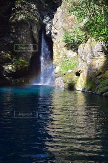 虹と滝の写真・画像素材[923366]