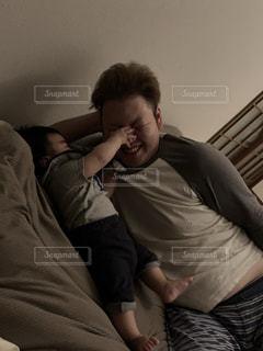 男性,屋内,赤ちゃん,パパ,お父さん,父の日,6月16日,初めての息子,パパ寝かしつけれるかな?