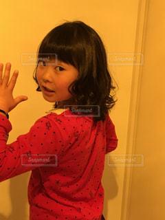 振り向く女の子の写真・画像素材[1043200]
