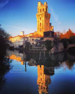 背景の水の城の写真・画像素材[1222819]