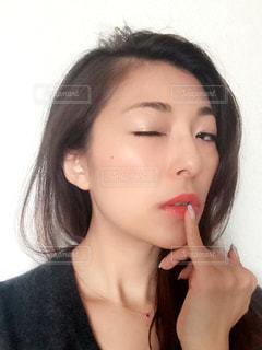口紅をつけるの写真・画像素材[818060]