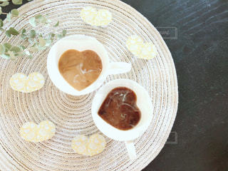 食品とコーヒーのカップのプレートの写真・画像素材[1267646]