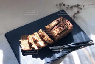 皿の上のケーキの写真・画像素材[3212691]