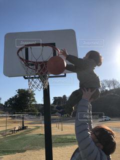 子ども,親子,仲良し,遊ぶ,バスケットボール,バスケ,パパ,息子,父,お父さん,父と子