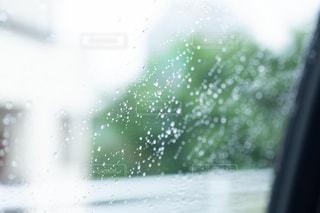 雨,傘,水,葉っぱ,水滴,露,車窓,雫,梅雨,6月,ドライブ,しずく,ドロップ,朝露,雨の日