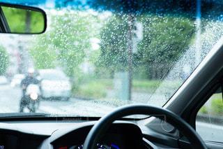 雨,傘,水,葉っぱ,水滴,車窓,雫,梅雨,6月,ドライブ,しずく,ドロップ,朝露,雨の日