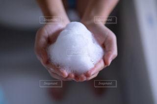 お風呂でつくったもこもこの泡の写真・画像素材[2364640]