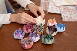 折り紙をする小学生の写真・画像素材[3134076]