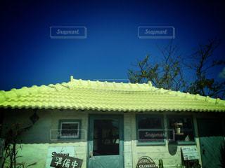 カフェ,空,建物,ショップ,屋外,沖縄,屋根,旅行,ブルー,イエロー,コントラスト,屋根と空