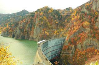 川に架かる橋 - No.1018450