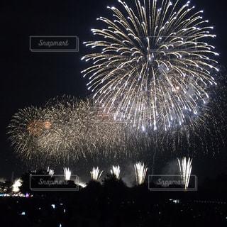 空に花火の写真・画像素材[1322498]