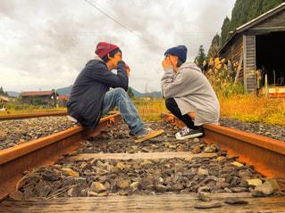 線路でツーショットの写真・画像素材[812156]