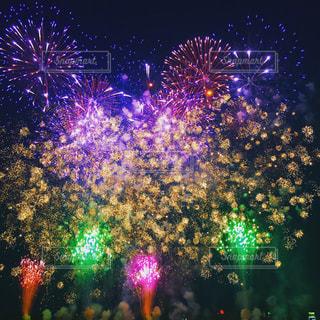 空に花火の写真・画像素材[1408454]