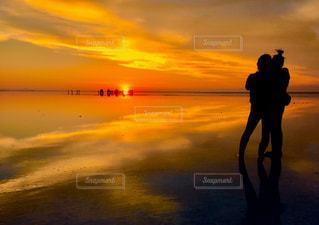 夕焼け,夕陽,サンセット,ウユニ塩湖,鏡張り,天空の鏡張り