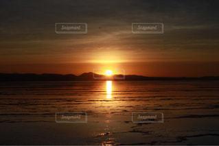 ウユニ塩湖の夕日の写真・画像素材[1289804]
