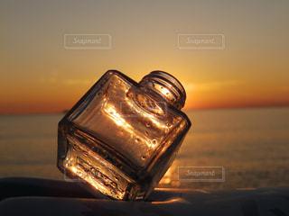 海,夕日,夕焼け,夕方,オレンジ,瓶