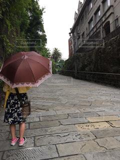 女性,傘,屋外,後ろ姿,女の子,人物,石畳,梅雨,長崎,オランダ坂