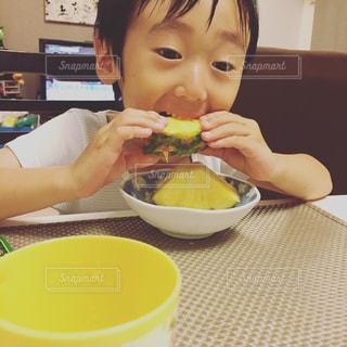 夏,フルーツ,パイナップル,料理,おいしい,男の子
