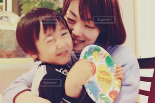赤ん坊を抱える女性の写真・画像素材[724859]
