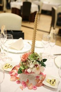 皿の上のケーキを持つテーブルの写真・画像素材[783288]