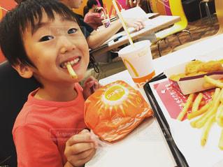 彼の歯を磨く少年 - No.1161902