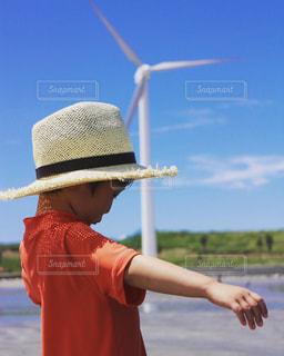 帽子をかぶった少年の写真・画像素材[2332357]