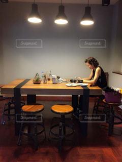 インテリア,窓,光,椅子,テーブル,デザイン,オシャレカフェ,都会派