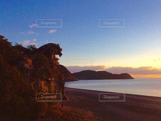 水の体に沈む夕日の写真・画像素材[795288]