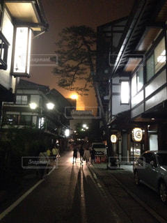 温泉街の美しい夜景の写真・画像素材[755656]