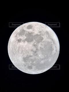 iphoneで撮った月の写真・画像素材[3920723]
