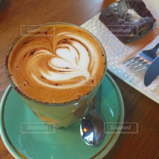 カフェ,静か,落ち着き,カフェラテ,ラテアート,神楽坂,喫茶店,美味しい,午後のひととき,MOJOカフェ