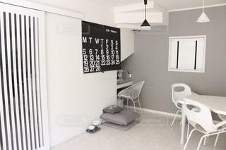 寝室ベッドと部屋の椅子の写真・画像素材[1031075]
