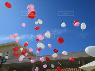 空中に凧の飛行の人々 のグループの写真・画像素材[783863]