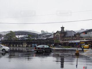 雨の台中駅(旧駅舎)。奥の現代的な建物は旧駅舎 - No.951006