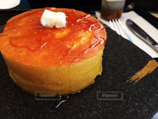 皿の上のケーキの一部の写真・画像素材[801005]