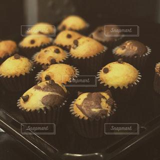 チョコレートマフィンの写真・画像素材[842117]