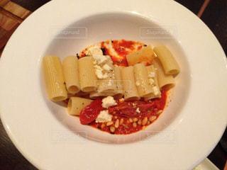 食べ応えのある太麺パスタの写真・画像素材[860772]