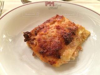 イタリアで食べたチーズたっぷりラザニアの写真・画像素材[863005]