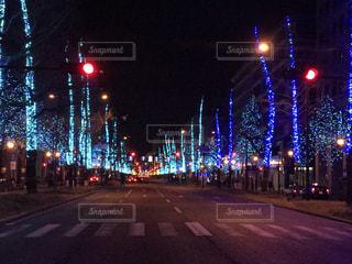 夜のトラフィックでいっぱい通りの写真・画像素材[922199]